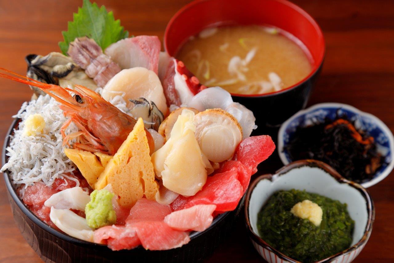 【S-style1月号】朝獲れ鮮魚を贅沢に盛りつけた『キンタロウ』の海鮮丼!